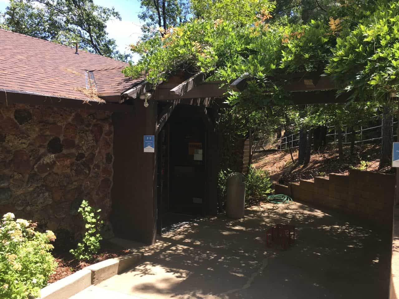 lake shasta caverns gift shop entrance