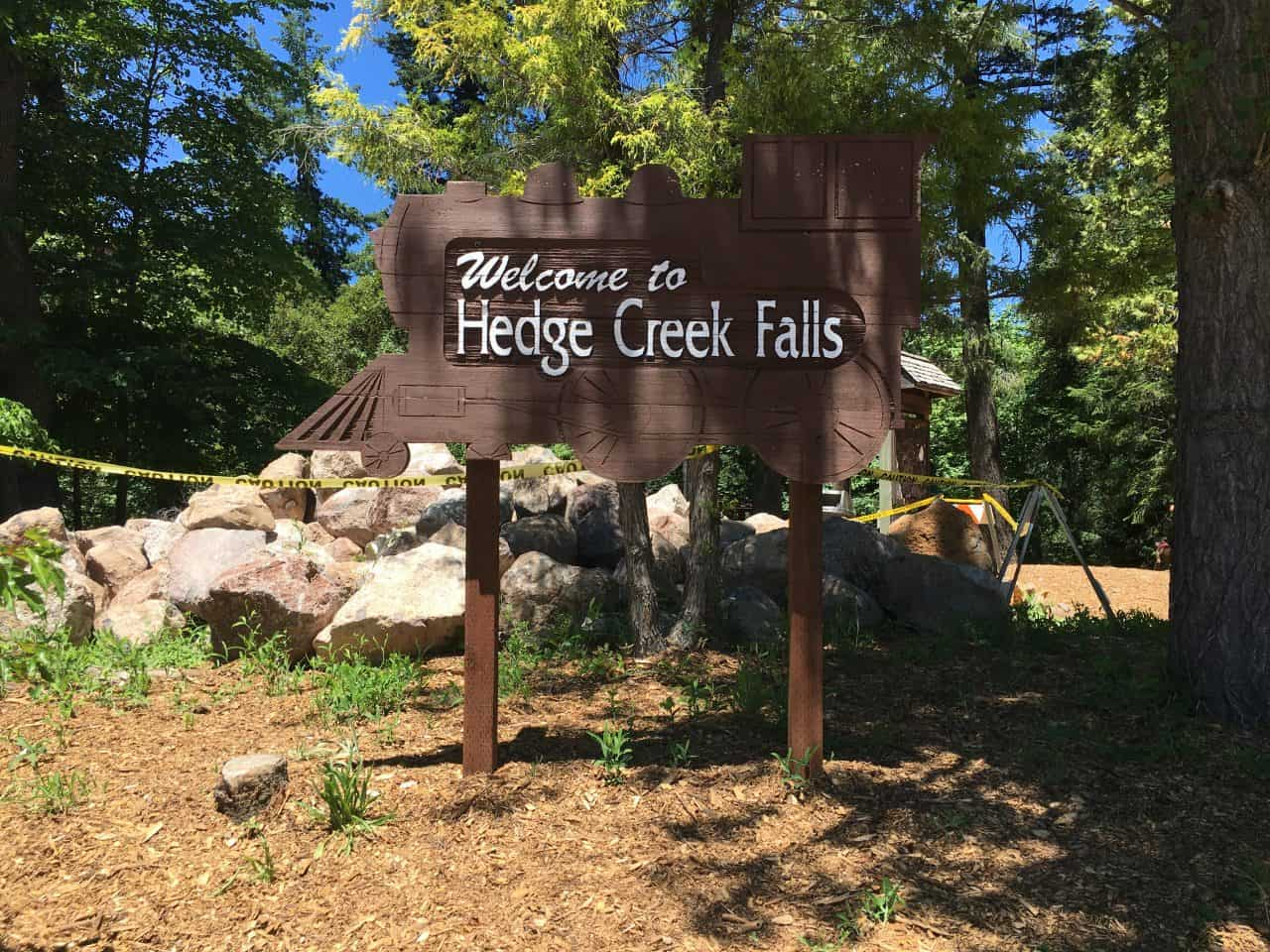 welcome to hedge creek falls sign