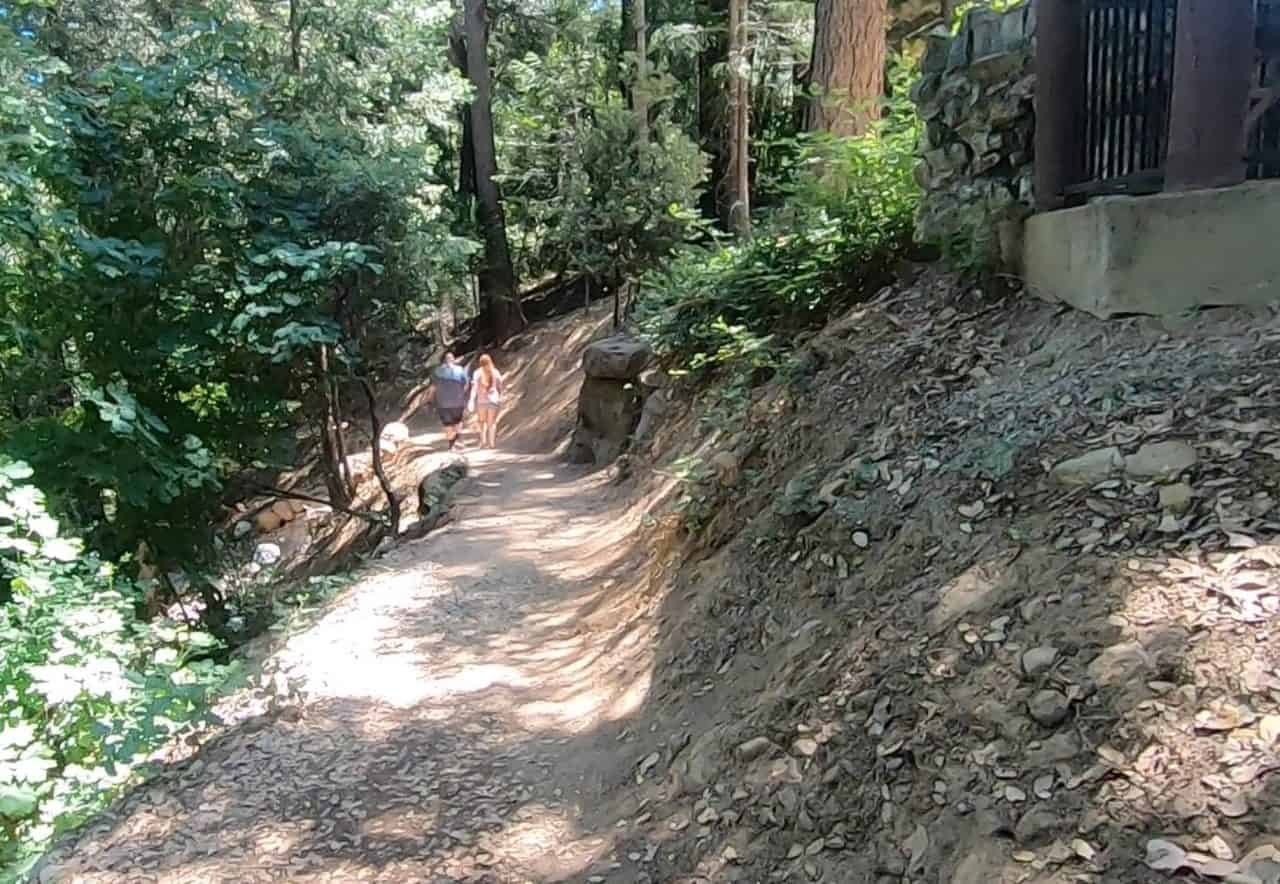 start of the trail that leads down to the falls