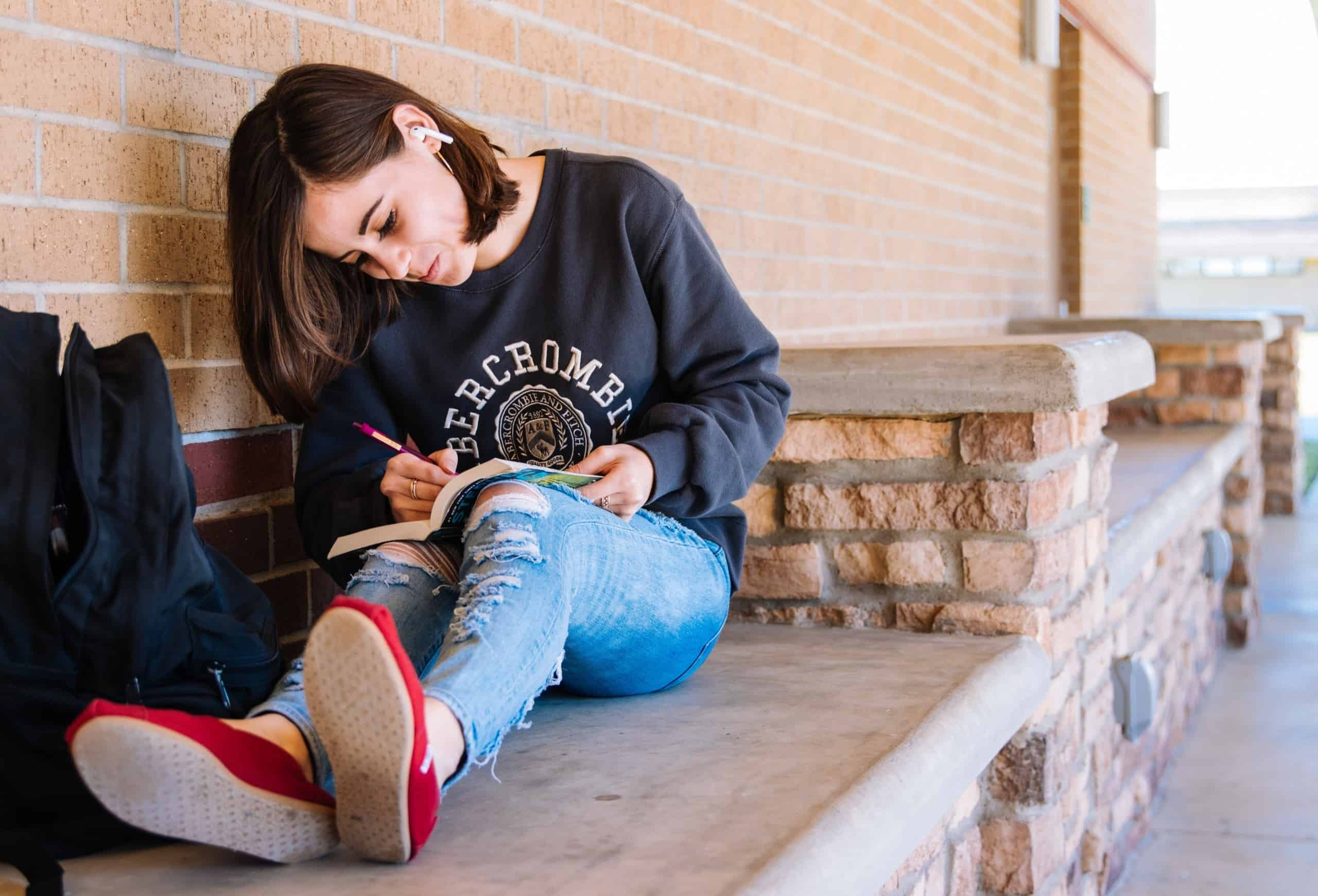 6 Best Subscription Boxes for Tween Girls and Teenagers