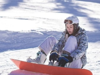 how much does it cost to go snowboarding